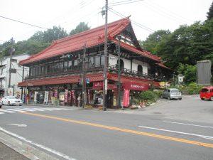 021_赤い屋根のお土産屋さん